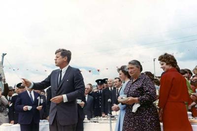 Документы показывают, что Джон Ф. Кеннеди был убит после того, как потребовал у ЦРУ ответ об НЛО